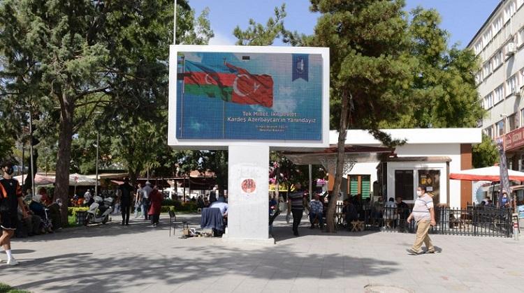 AZERBAYCAN'A BAYRAKLI DESTEK