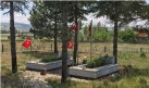 Şehit mezarlarının bayrakları yenilendi
