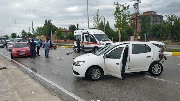 Sağlık çalışanları kazada yaralandı