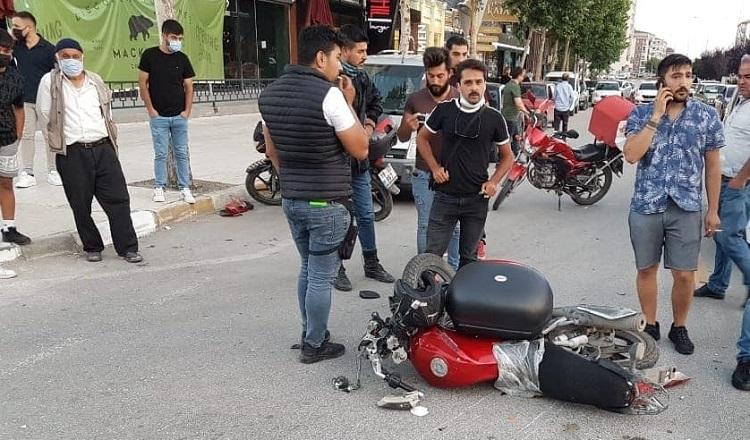 Motosikletli kurye ağır yaralandı