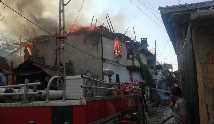 Yangında büyük hasar oluştu