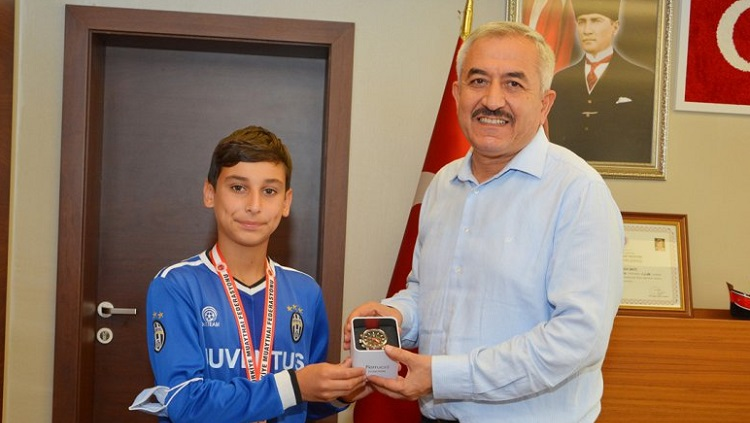 Başkan Şaltu'dan şampiyonlara ödül