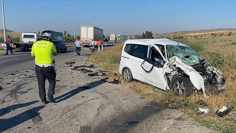 Radar aracına çarptı: 1 polis 3 yaralı