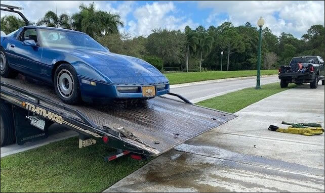 1984 Corvette submerged in a lake in Port St. Lucie, Florida.  Photo: (Port St. Lucie Police)