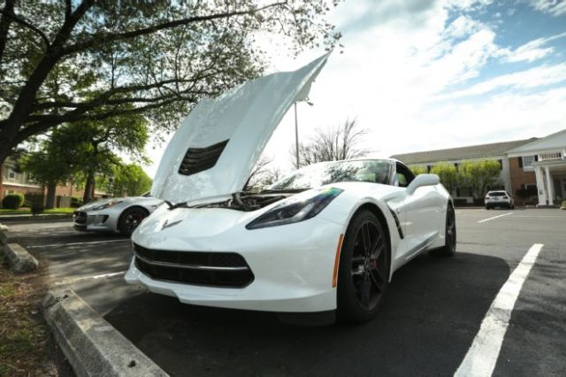 2014-chevrolet-corvette-stingray-front-end-with-hood-open-02
