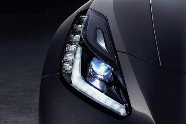 2014-chevrolet-corvette-stingray-headlight-600