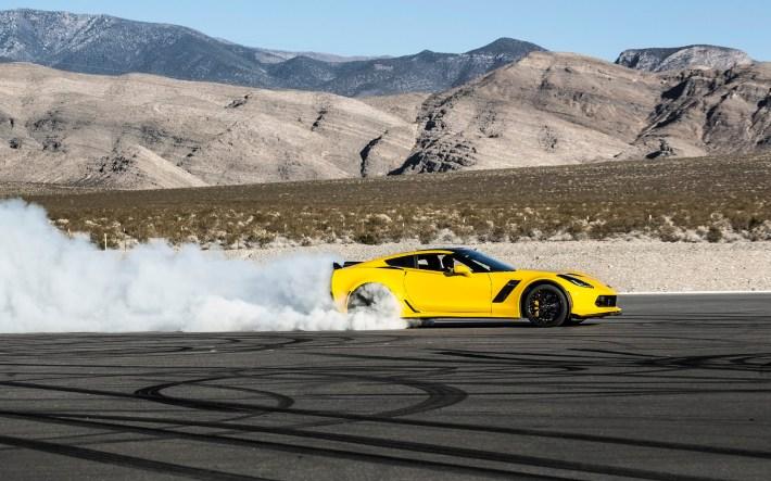2016-Chevrolet-Corvette-Z06-Yellow-3-1920x1200