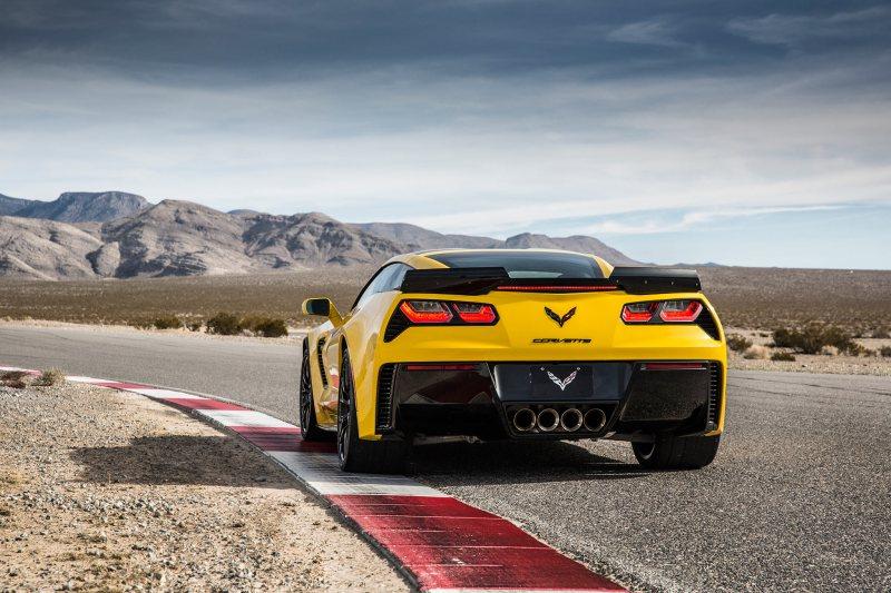 2015-Chevrolet_Corvette_Z06_Rear