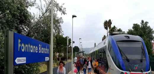 A Fontane Bianche con il treno, adesso conviene