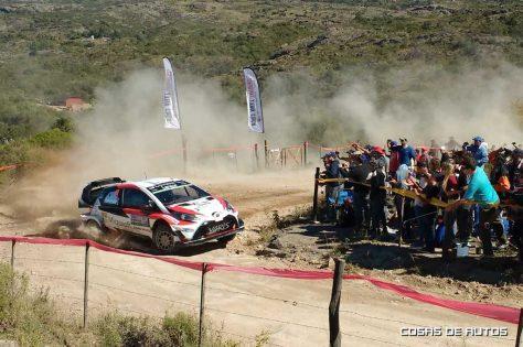 El paso del Toyota Yaris WRC en el tramo Tanti - Villa Bustos