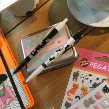 Bolígrafos y sellos sorteo Cosas de Gatos
