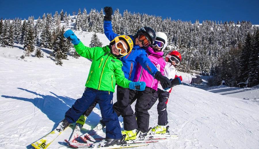 quattro-bambini-sulla-neve-dell'alpe-cimbra