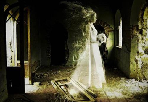 fantasma-bianco-donna-Ginevra-degli-amieri