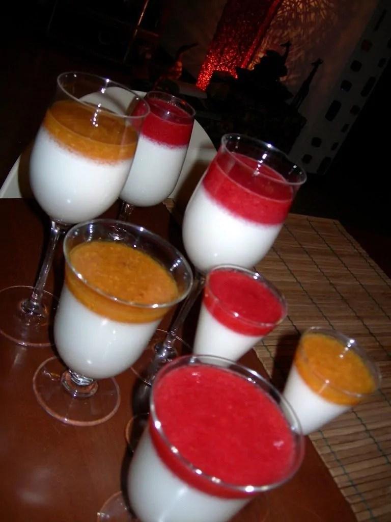 Bicchierini al cocco con frutta cremosa