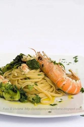 Linguine aglio olio peperoncino broccoletti e scampetti