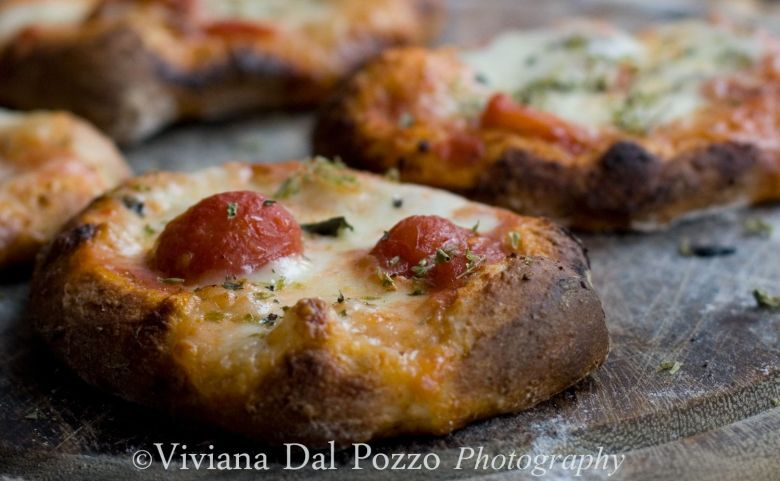 pizzette cotte su pietra refrattaria