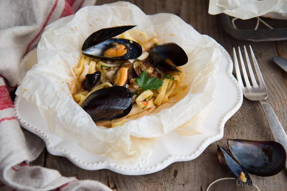 scialatielli al cartoccio con frutti di mare