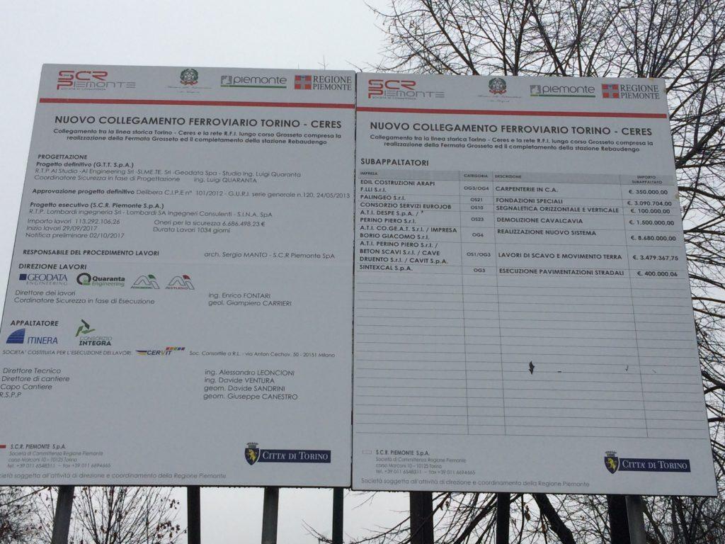 Il cartello di cantiere all'ingresso della base logistica in fondo a via Sospello
