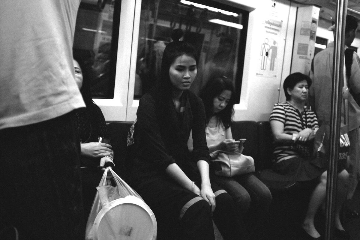 Ragazza in metro_Aleandro Tubaldi