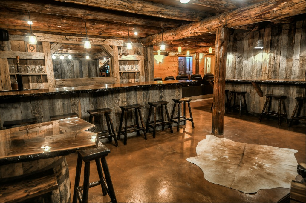 cherry wood kitchen table cabinet slides ohio luxury log cabin rental   coshocton crest lodge