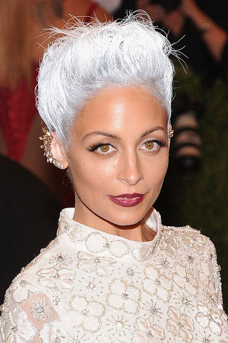 HaarfarbenTrend Grau Graue Haare im Trend  COSMOPOLITAN