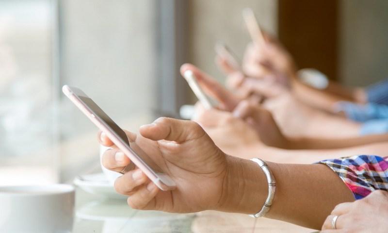 Πώς να χρησιμοποιείς το κινητό σου με το ένα χέρι