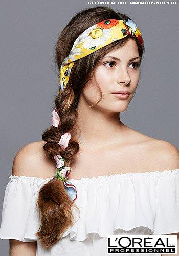 Frisuren Bilder Dicker Zopf mit eingeflochtenem bunten Tuch  Frisuren Haare
