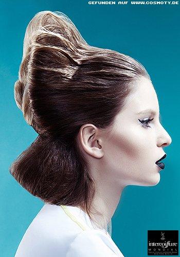 Frisuren Bilder Extravagant hochgestecktes Haar mit