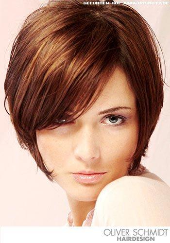 Frisuren Bilder Stufiger Bob im SeventiesLook  Frisuren