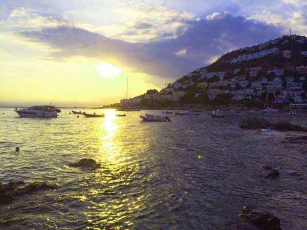 Bucht-Roses-Sonnenuntergang