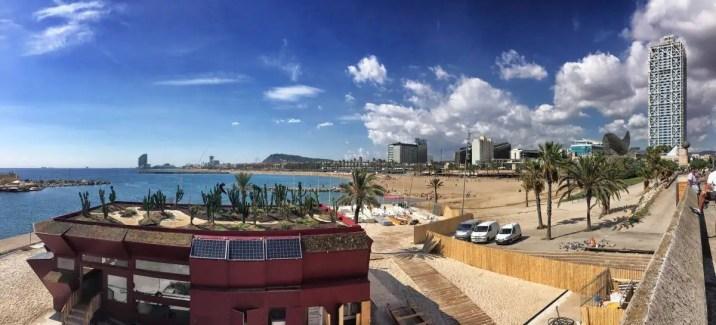 Barcelona - Aussicht auf den Stadtstrand vom olympischen Hafen
