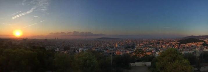 Barcelona im Sonnenaufgang - Ausblick vom Parc Güell