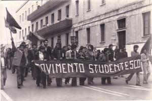 Corteo Movimento Studentesco anni 70 roma