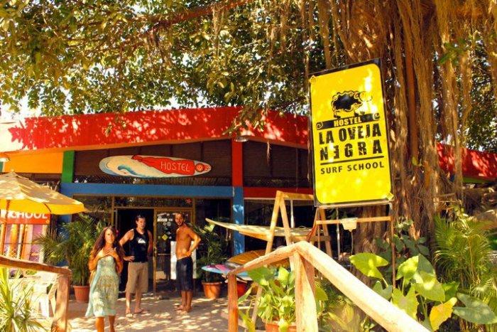 La Oveja Negra Surf Camp and Hostel 1
