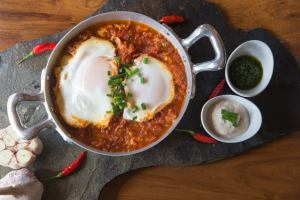 spicy monday shakshuka