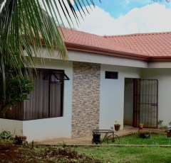 3BR/3BA house with river and rambing gardens
