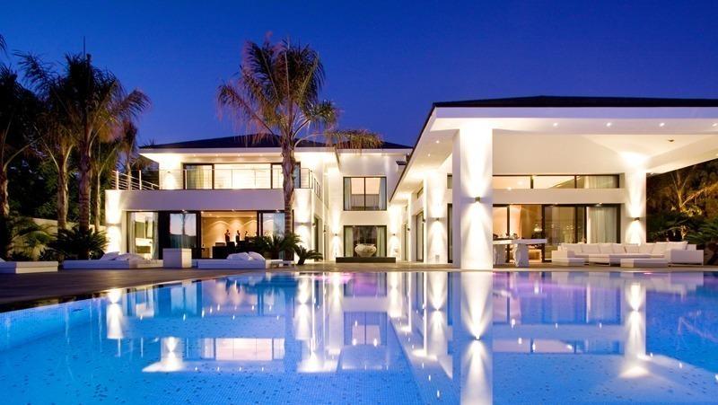 Marbella beachside villa te koop Los Monteros