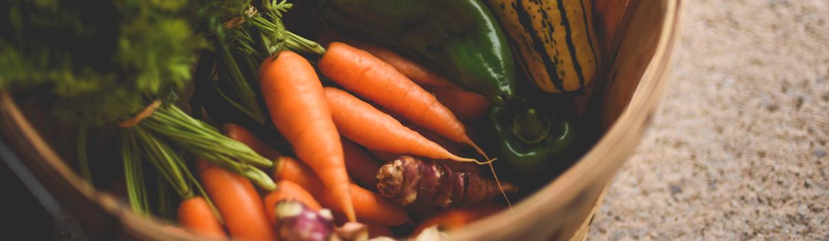 Panier de légumes du marché