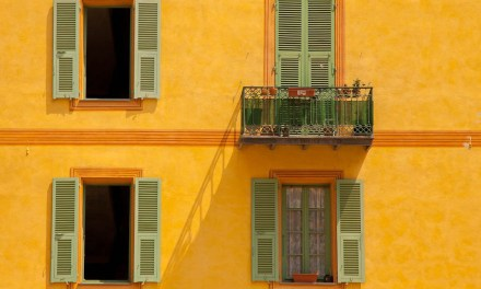 Photo de la semaine : Les murs jaunes de Sospel