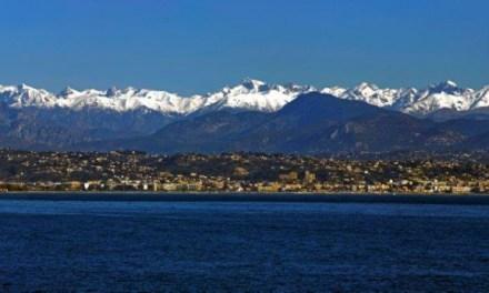 Photo de la semaine : Montagnes enneigées au-dessus de la Méditerranée