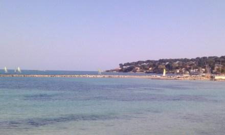 Photo de la semaine : Cap d'Antibes vu de la plage de Sallis