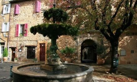 Photo de la semaine : Placette et fontaine aux Ecrevisses