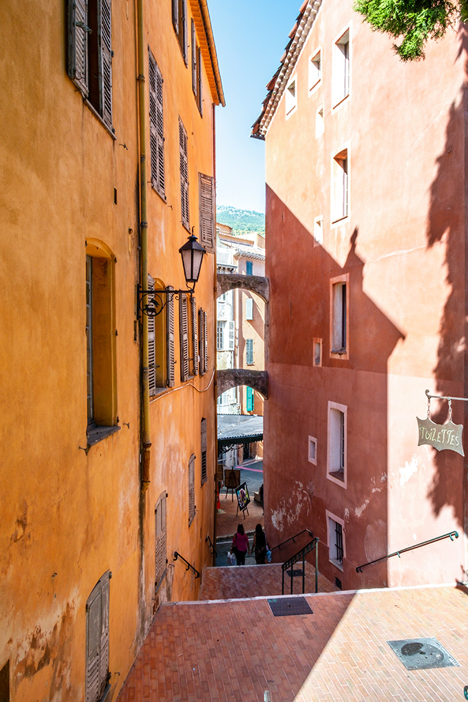 die Treppen verbinden den Kirchplatz mit der Altstadt