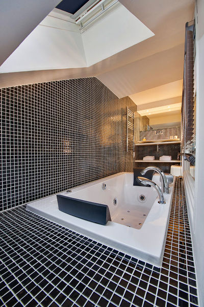 Les secrets dune salle de bains ouverte sur la chambre  Ct Maison