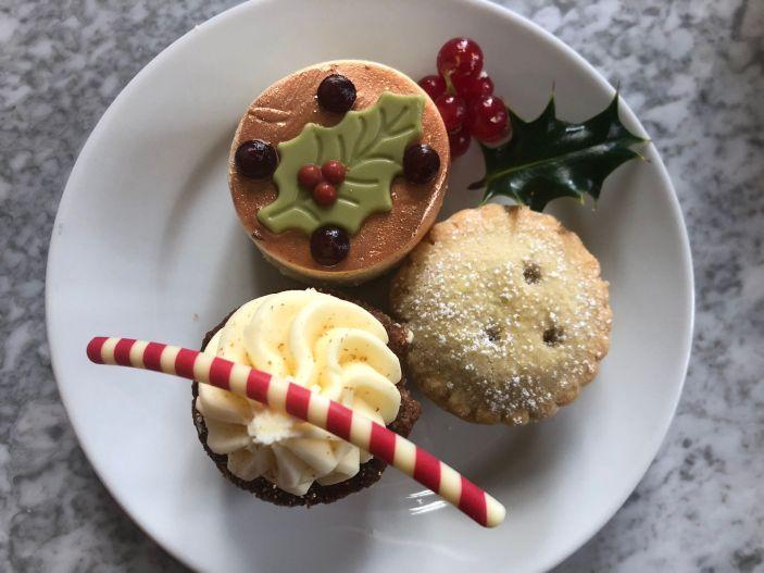 festive-afternoon-tea-eynsham-hall-cotswolds-concierge (13)