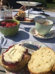 vintage-afternoon-tea-delivery-cotswolds-concierge (3)