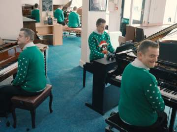 Piano Gallery Elves play Your Song