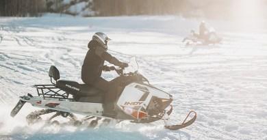 2 snowmobilers
