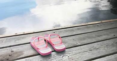 pink sandels pm dock