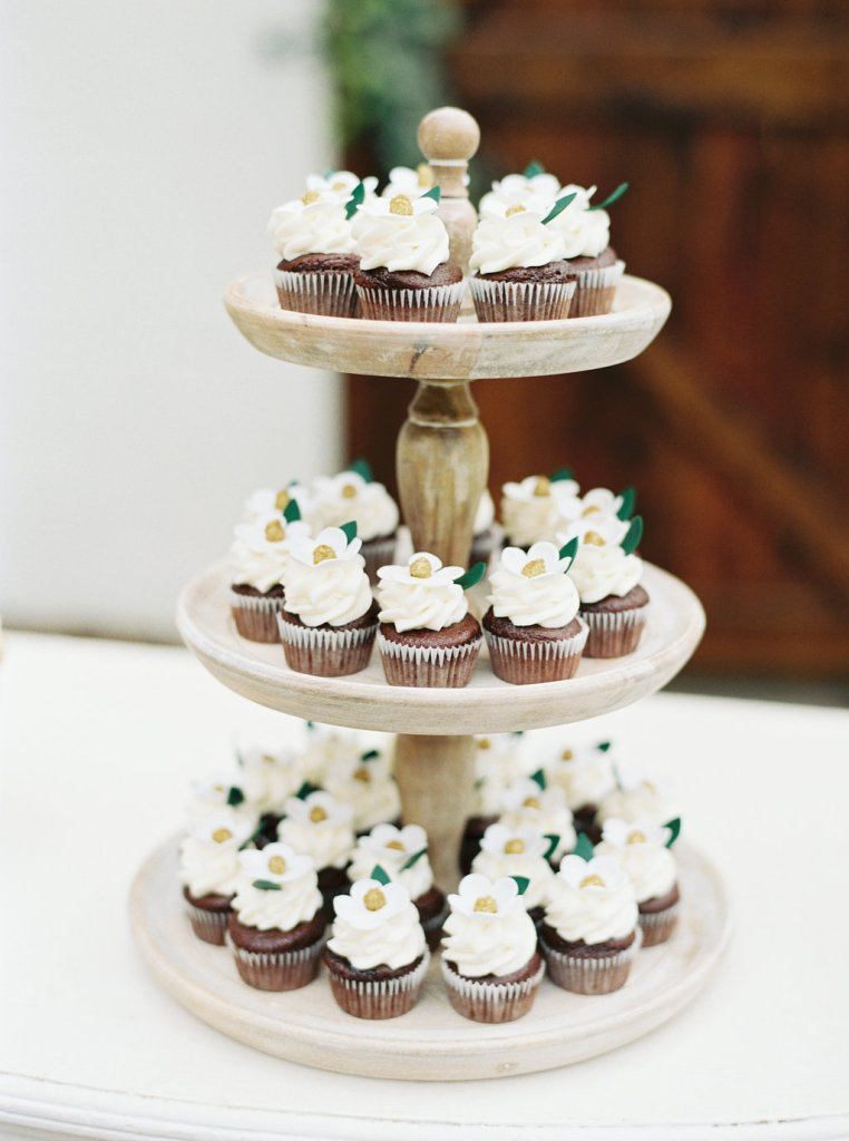 Details + Accessories, Bijoux Cake Stands with cupcakes